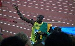 usain_bolt_olympics_2008_200m_wave