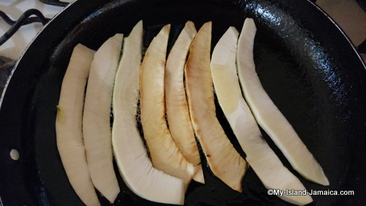 cooking_fried_breadfruit_chip_jamaican_style