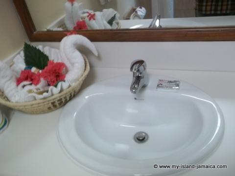 fdr_resort_in_jamaica_bathrooms