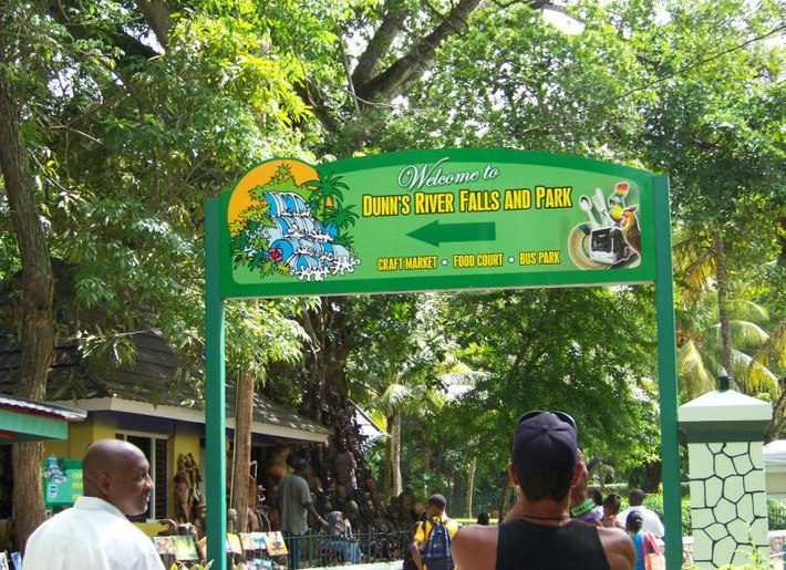 Jamaica Island Tours - Roxy with Clients At Dunn River