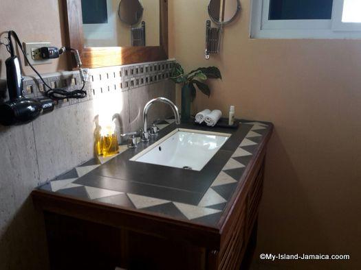 luna_sea_inn_bathroom