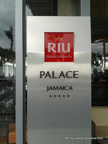 Rui Palace Sign Board