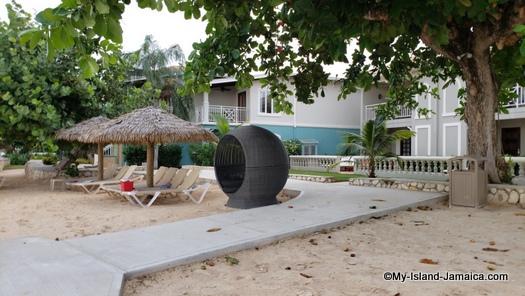 Sandals_MontegoBay_love_nest_like_cabana