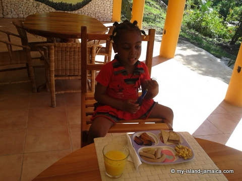aliana_gayle_eating_breakfast_at_blue_hole_jamaica