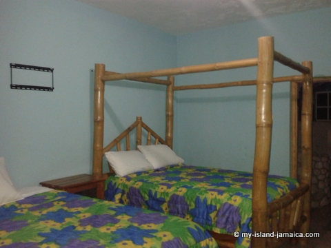 attractions_in_negril_jamaica_blue_hole_mineral_bath_hotel_beds