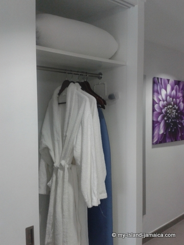 bathrobes_at_rui_palace_jamaica