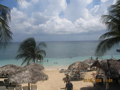 <b>Jamaican Photo Contest Entry #9:</b> <br><center><h2>Beeline to the Beach</h2></center>