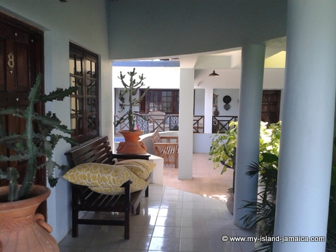 cheap_holidays_in_jamaica_idlers_rest_hotel_room_walkway