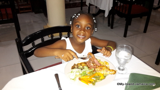 cheap_hotels_in_montego_bay_aliana_having_lunch
