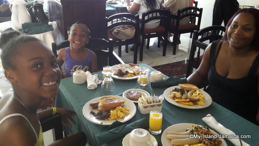 cheap_hotels_in_montego_bay_jamaican_breakfast_with_gayle_family