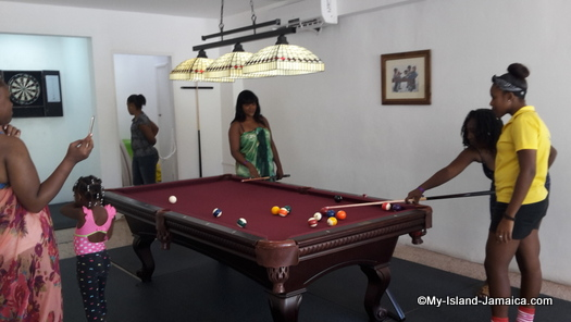 cheap_hotels_in_montego_bay_pool_game