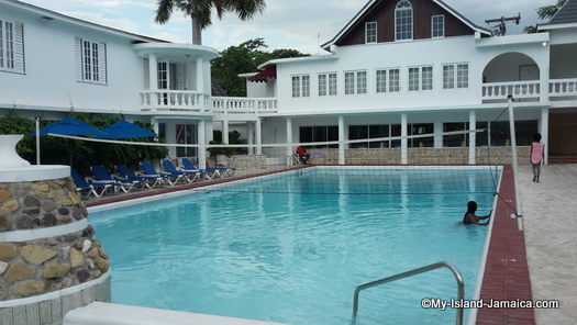 cheap_hotels_in_montego_bay_sea_gardens_resort_pool