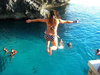 Cliff Jumping In Negril<br><font size=1>Source:bonitajamaica.com</font>