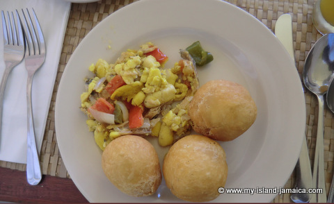 club_ambiance_breakfast_ackee_and_saltfish