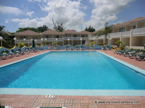 club_ambiance_crystal_pool