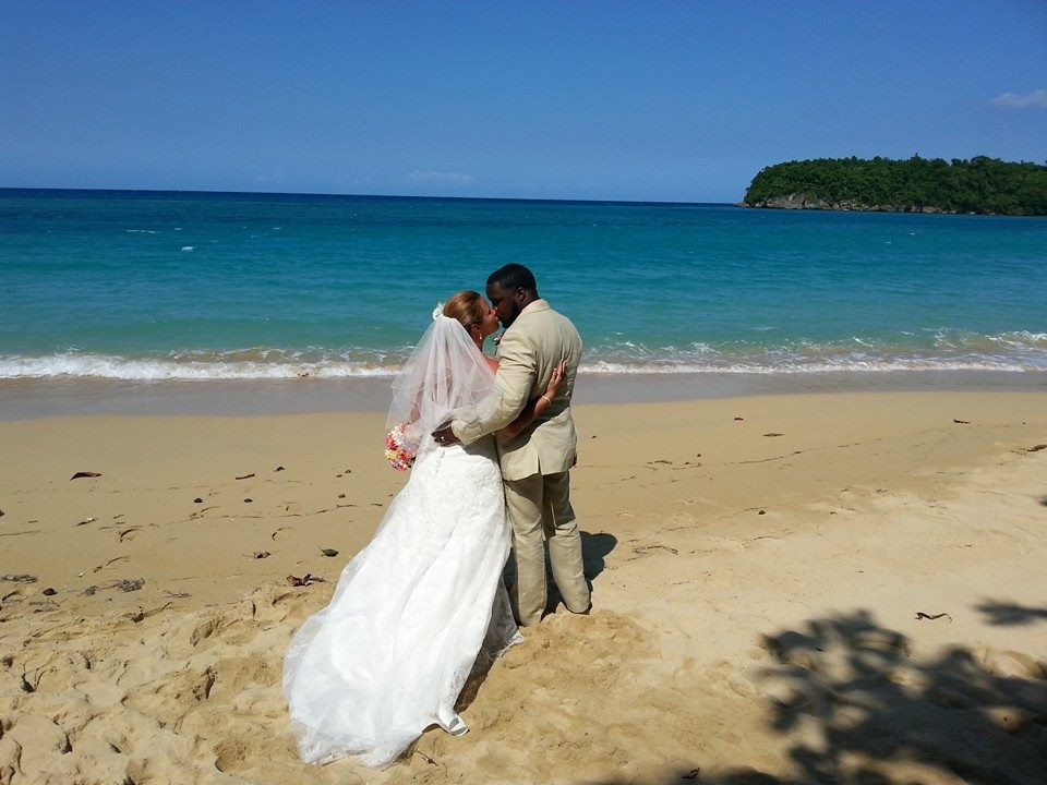 Who can sign the marriage license in a christian ceremony in Jamaica?