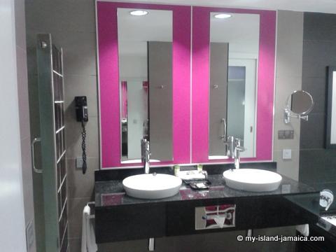 double_wash_basins_at_rui_palace_jamaica
