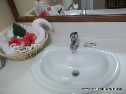 fdr_resort_in_jamaica_bathrooms
