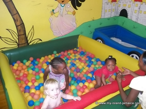 kids play pen at fdr resort jamaica