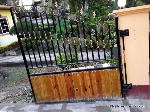 how_much_to_build_a_house_in_jamaica_grill_gates