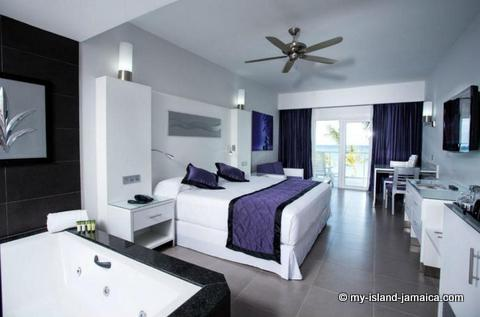 jacuzzi_suite_at_riu_palace_jamaica