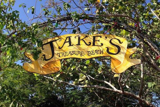 jakes_jamaica_treaure_beach