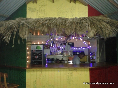 jamaica_beach_house_little_bay_cabins_bar