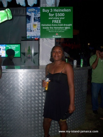 jamaica_jazz_and_blues_2010_tasha_at_heineken_bar
