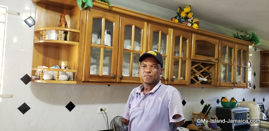 Winston barr, Jamaican man without hands, in his kitchen