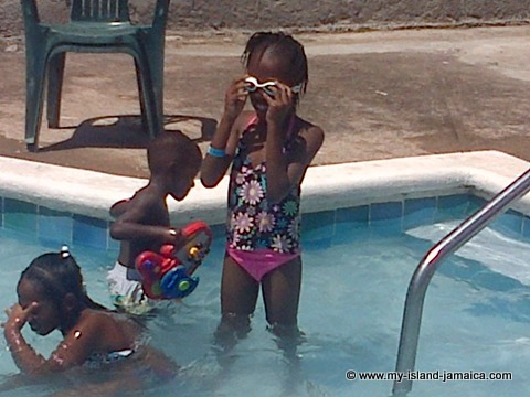 kids_in_pool_at_tapioca_jamaica_wag_water_valley_committee_mothers_day_brunch