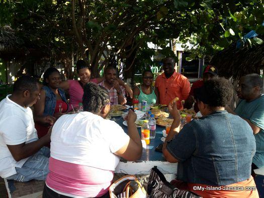 little_ochie_jamaica_dining