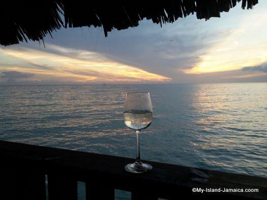 luna_sea_inn_drink_with_sunset