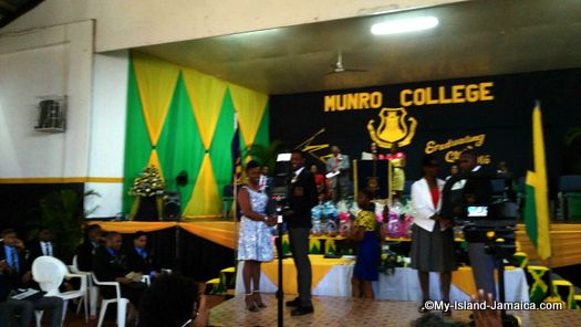 munro_college_jamaica_ronaldo_gayle_collecting_prize