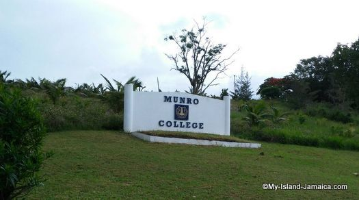 munro_college_jamaica_welcome_sign