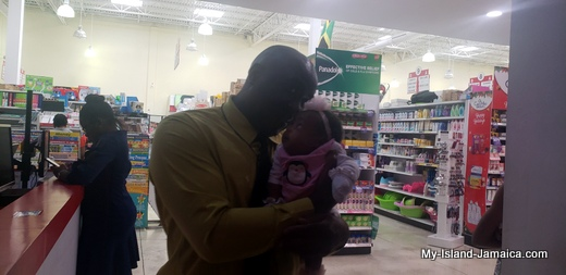 nylah_amira_gayle_1month_old_with_daddy_wellesley_gayle_jamaican_father_and_baby1