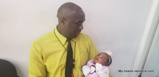 nylah_amira_gayle_1month_old_with_daddy_wellesley_gayle_jamaican_father_and_baby_5