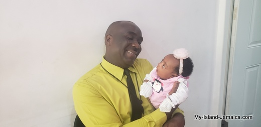 images/nylah_amira_gayle_1month_old_with_daddy_wellesley_gayle_jamaican_father_and_baby_7
