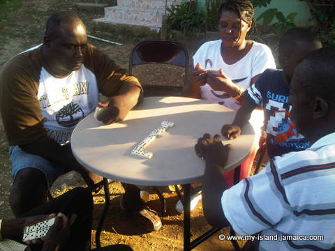 jamaican customs - playing dominoes