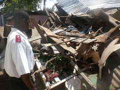 Hurricane Dean Picture salvation_army_worker_in_ruin.jpg