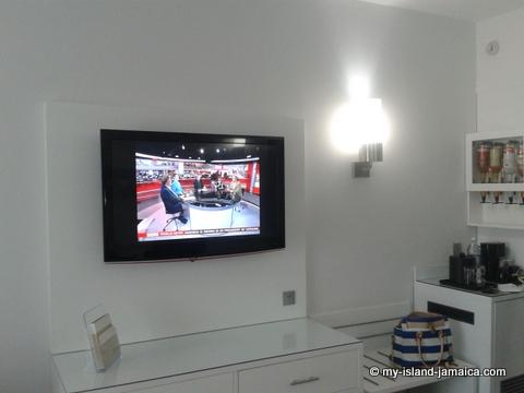 television_in_suite_at_rui_jamaica