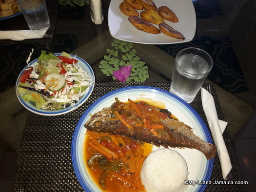 vacation_villas_in_jamaica_fish_dinner