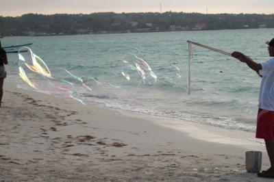 bubbles_on_beach_in_negril