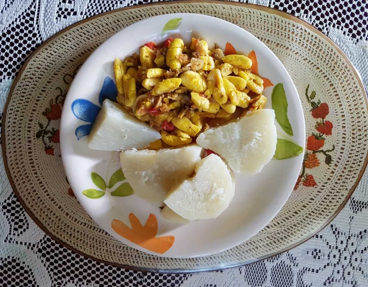 jamaican ackee and salfish with boiled yam