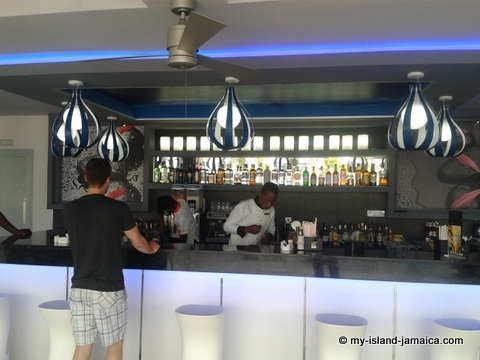 aqua chill out bar at palace_jamaica