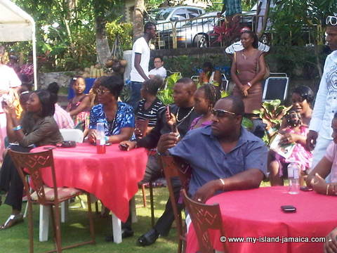 audience_at_wag_water_valley_committee_mothers_day_brunch