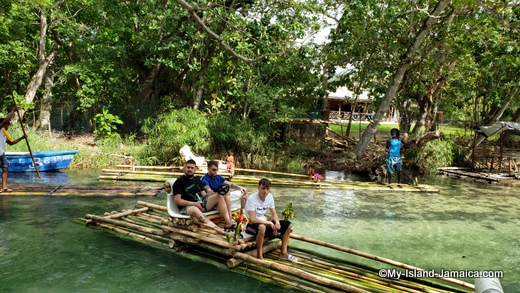 bamboo_rafting_in_jamaica_at_white_river