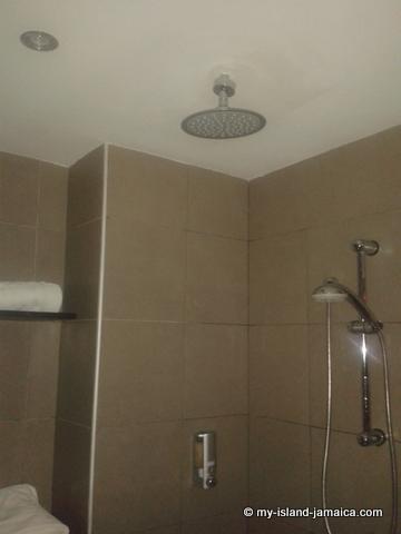 bathroom_with_hydro_massage_bathtub