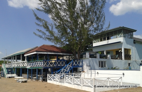 cheap_holidays_in_jamaica_idlers_rest_hotel_backview_from_beach