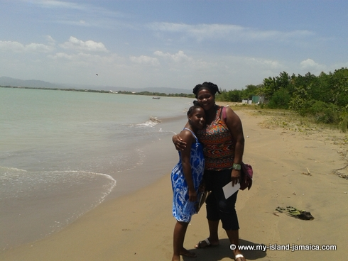 idlers_rest_hotel_beach_side_nadia_williston_and_daughter