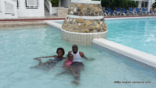cheap_hotels_in_montego_bay_wellesley_and_girls_in_pool